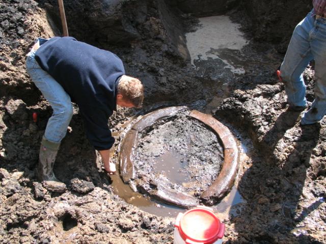Opgraving Valkestraat: houten putkrans (fundering van een bakstenen waterput)