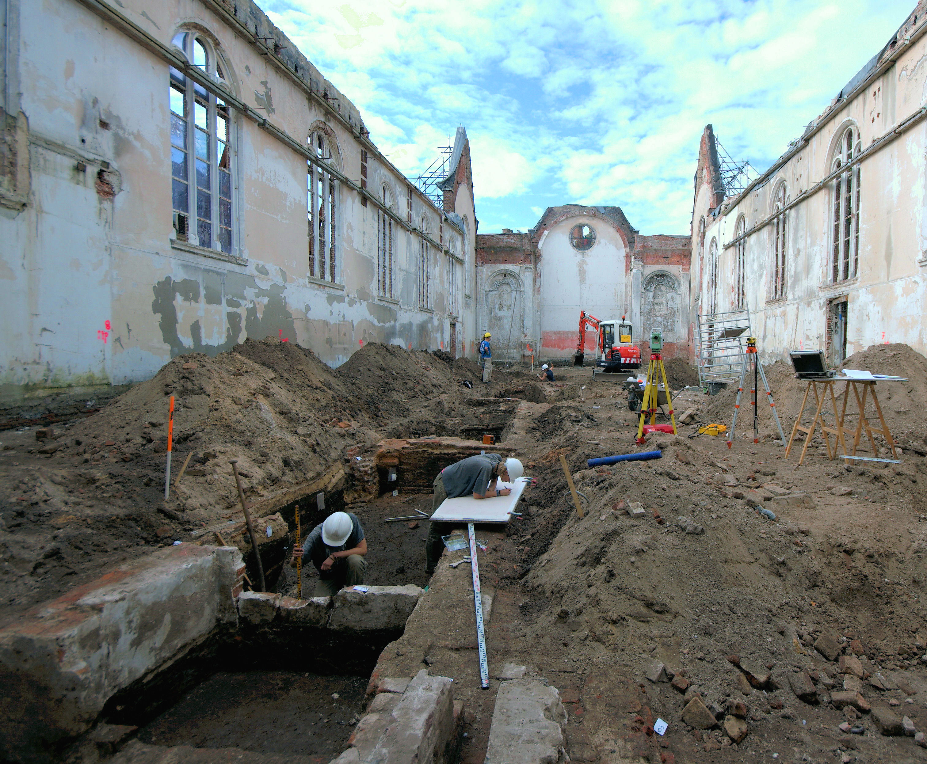 Opgraving Elleboogkerk - Het documenteren van funderingen