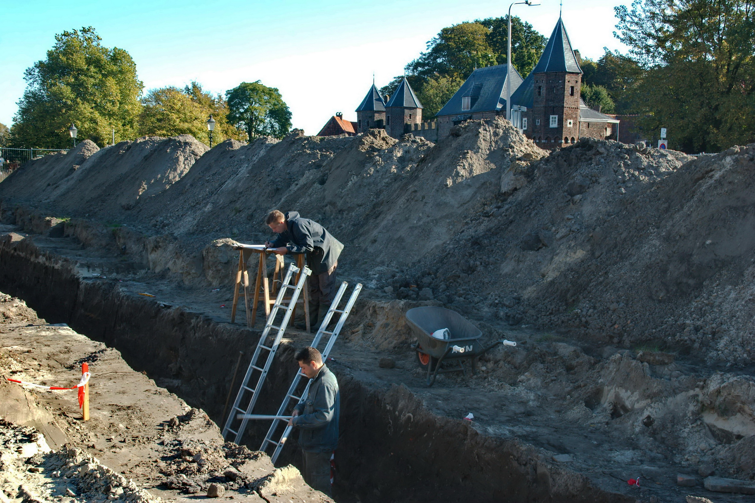 Opgraving Meursingterrein - Met zicht op de Koppelpoort