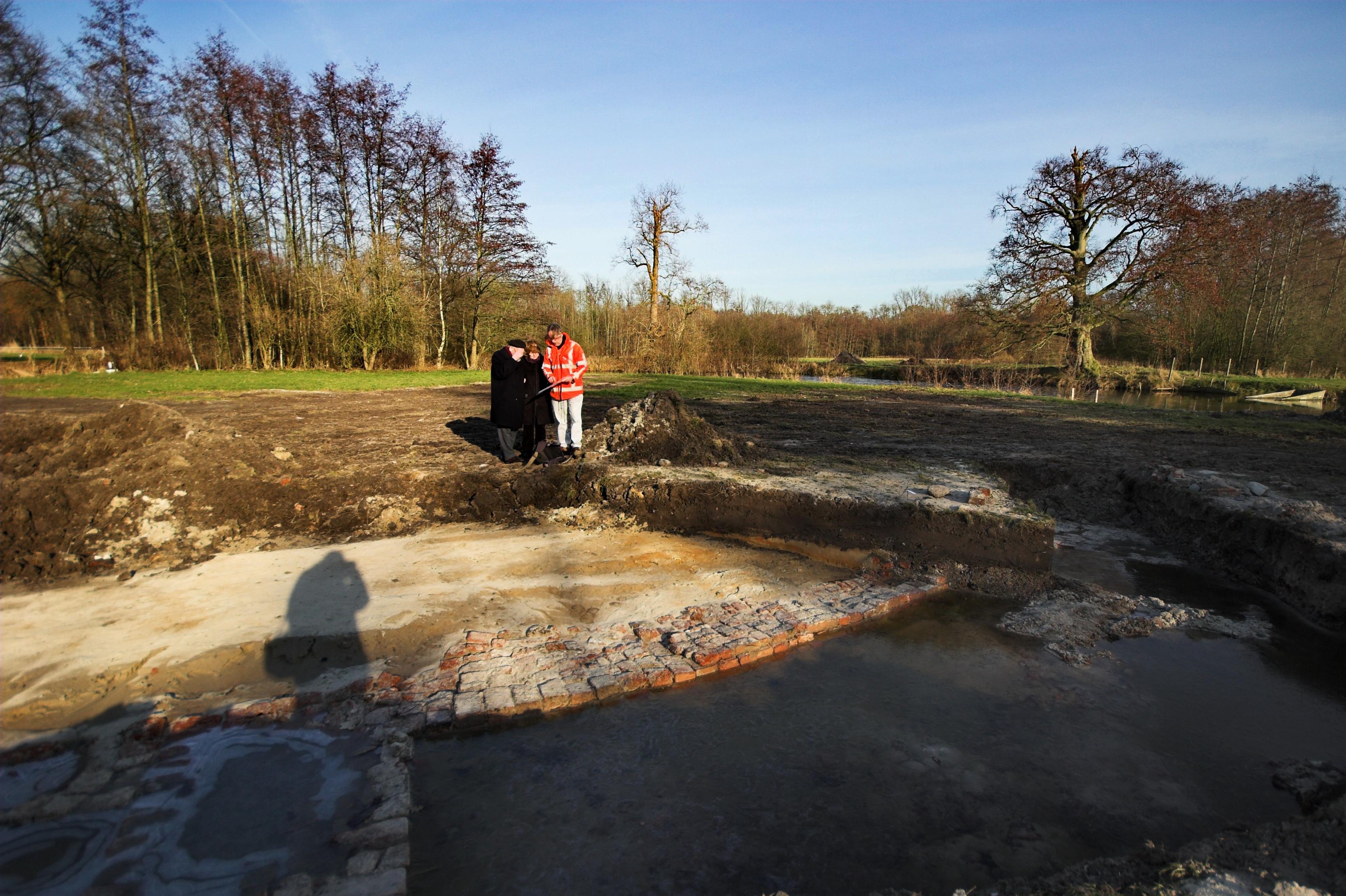 Opgraving Stoutenburg - Kasteelspecialist op bezoek