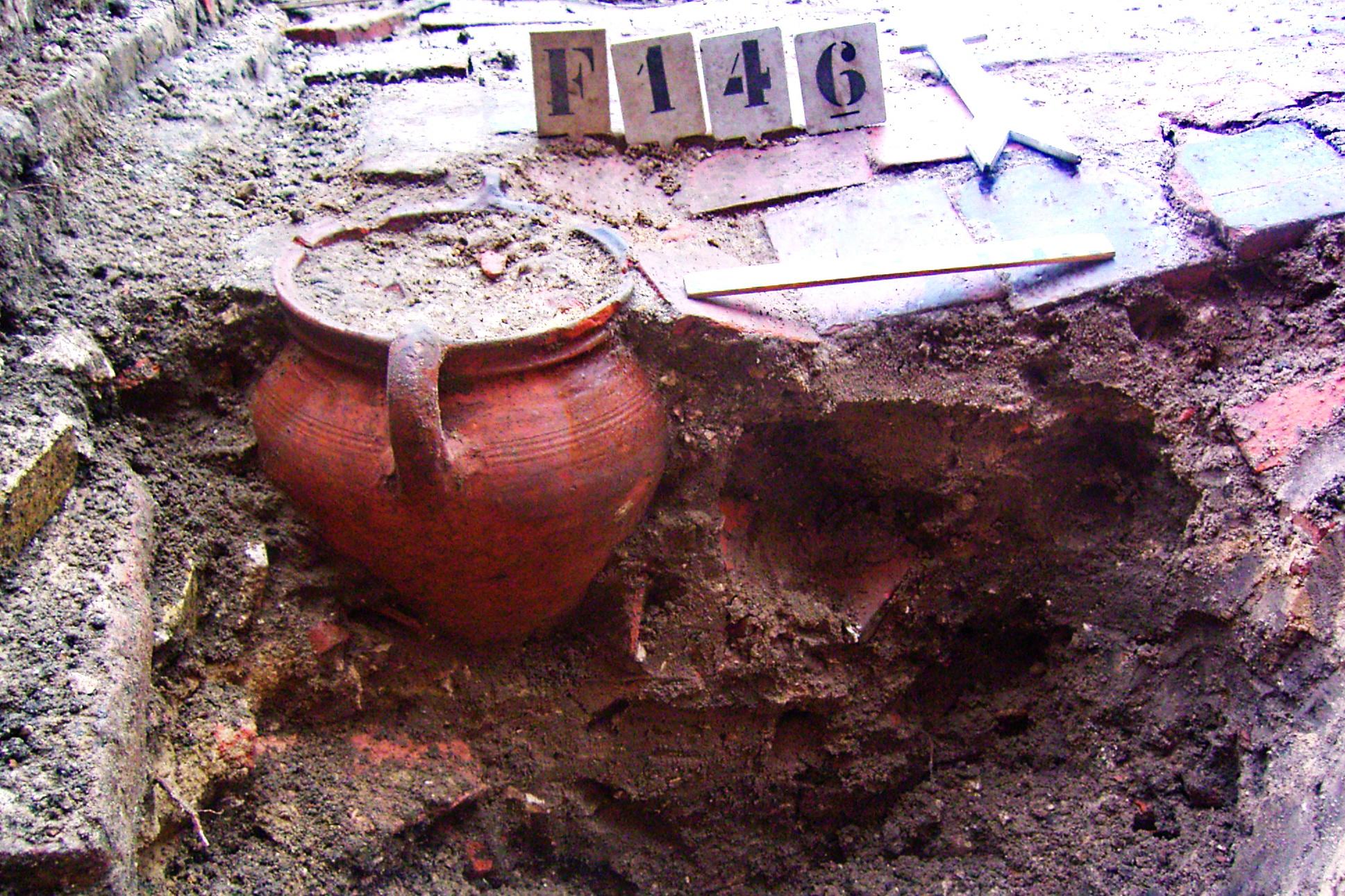 Westsingel - Hellestraat - Aspot in gegraven in de vloer