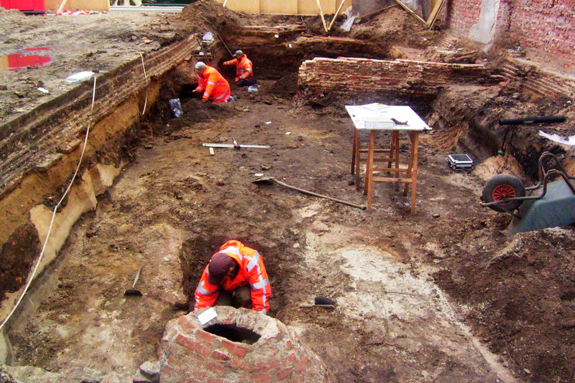 Opgraving Westsingel - Hellestraat - Het onderzoeken van profielen en sporen